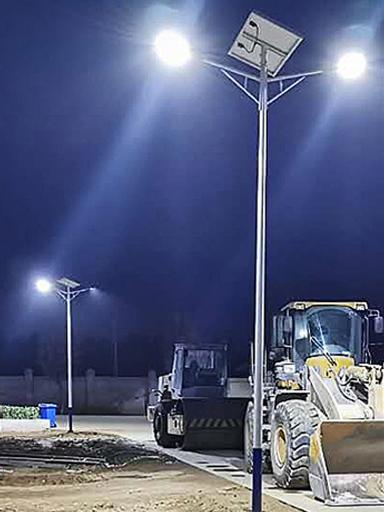 河北保定市易县城区5米双头太阳能路灯亮化