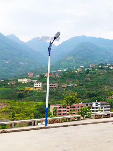 河南汝州市:刚装120盏农村太阳能路灯 点亮父老乡亲回家路