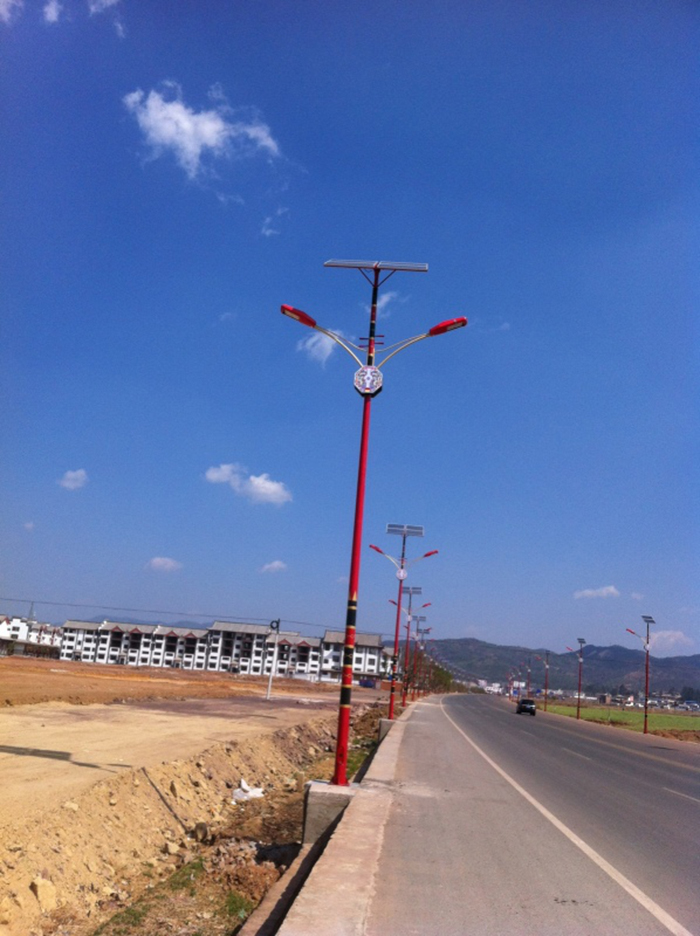 太阳能路灯厂家_太阳能路灯厂家哪里好_南德太阳能特色路灯