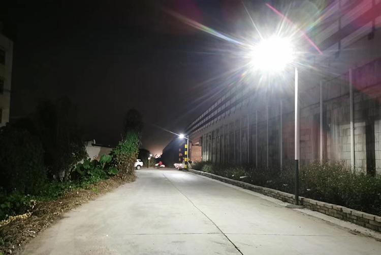 重庆太阳能路灯_农村太阳能路灯_中山南德太阳能路灯厂家