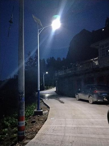 内江市东兴区:点亮太阳能路灯照乡村 亮化工程暖人心