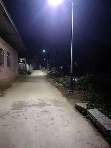 四川达州宣汉40盏新农村太阳能路灯照亮回家路