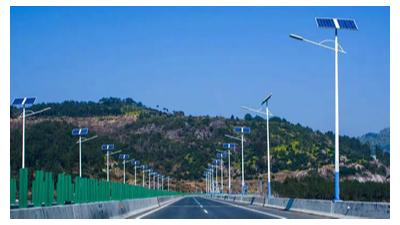 在向太阳能路灯厂家采购路灯时,需要考虑哪些方面?