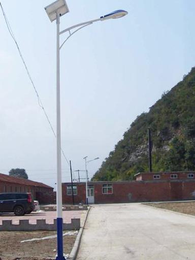 重庆忠县:迈向大家的小康水平的59盏太阳能庭院路灯