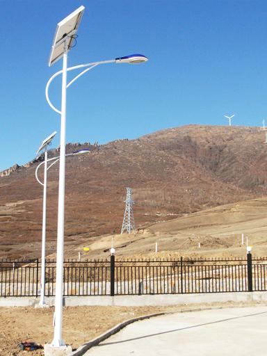 云南文山为脱贫挂勾点安装43盏新农村太阳能路灯 点亮村民幸福快乐