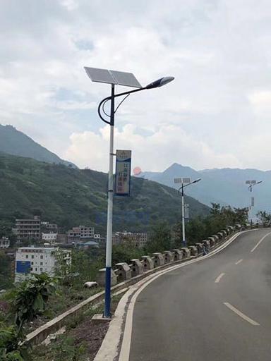 太阳能路灯照亮山西乡村夜 从细扶持见真情