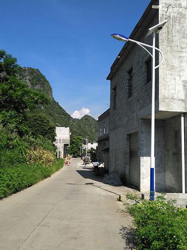 甘肃天水市村安装90余盏南德太阳能路灯