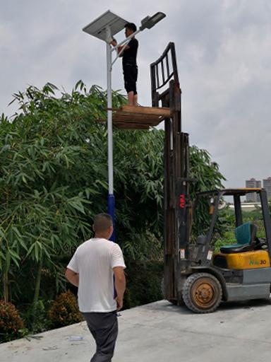贵州遵义余庆:爱心人捐赠南德太阳能路灯 照亮村子的夜里