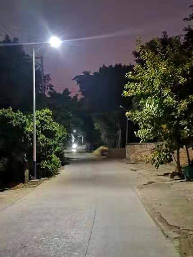 广东连州双路段刚装百盏太阳能路灯照亮,给你暗夜里找寻回家路!