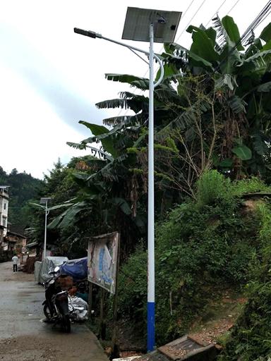 广西柳州:太阳能路灯照亮农村