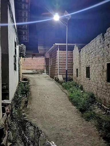 爱心人士共创助帮扶 百盏新农村40W太阳能路灯照人心