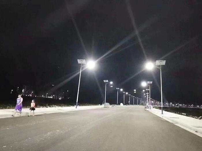 夜间太阳能路灯