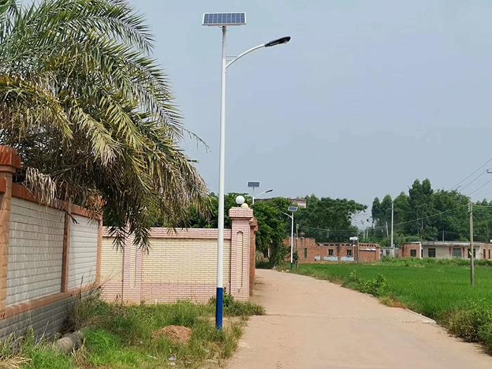 南德太阳能路灯生产路灯厂家