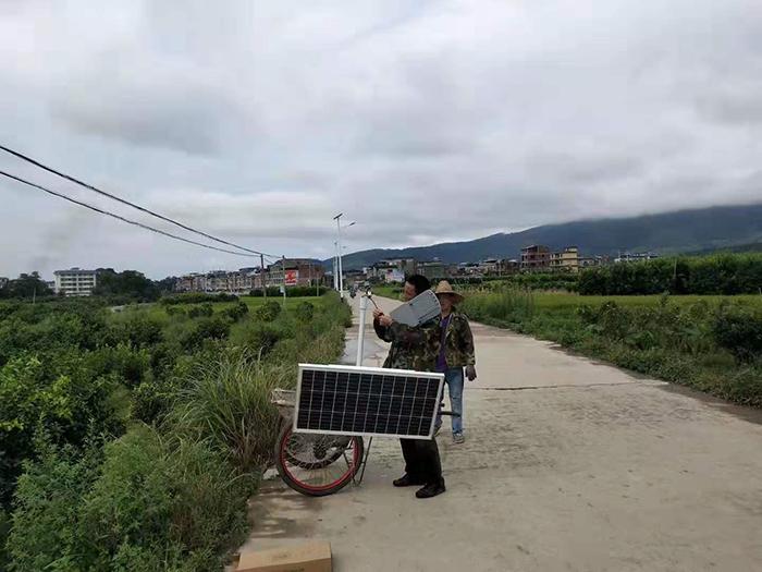 太阳能路灯安装 太阳能路灯厂家 南德太阳能