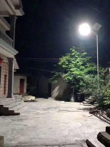 南德太阳能路灯点亮新农村漆黑夜晚