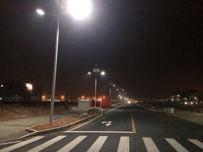风光互补路灯 太阳能风能路灯 南德太阳能灯饰有限公司