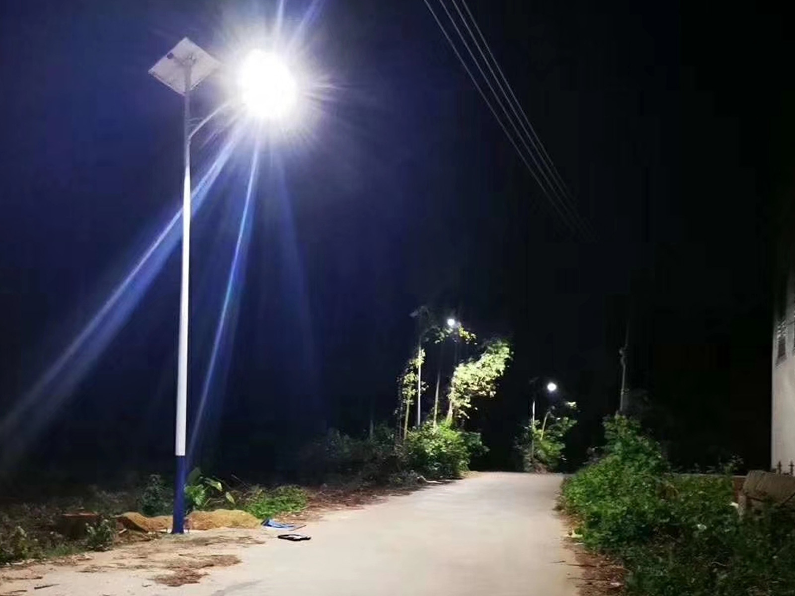 太阳能路灯夜间效果