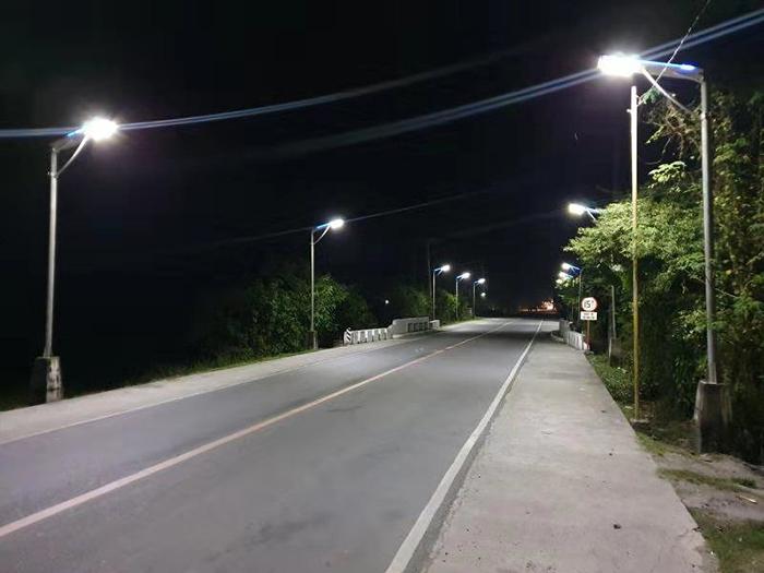 太阳能路灯300w_太阳能一体化路灯_超亮太阳能路灯